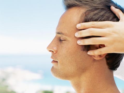 Podarimo masažo obraza in dekolteja